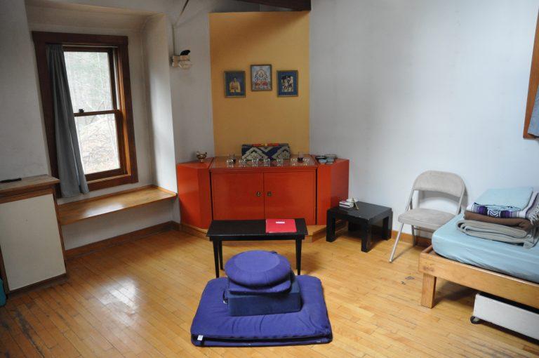 Nagarjuna: Buddhist solitary retreat cabin.